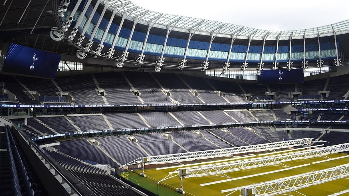 1024px-View_of_North_Stand_in_Tottenham_Hotspur_Stadium